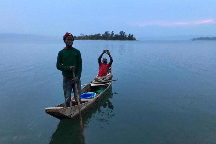 boat-lake-kivu-rwanda-ngsversion-1473800481577-adapt-885-1