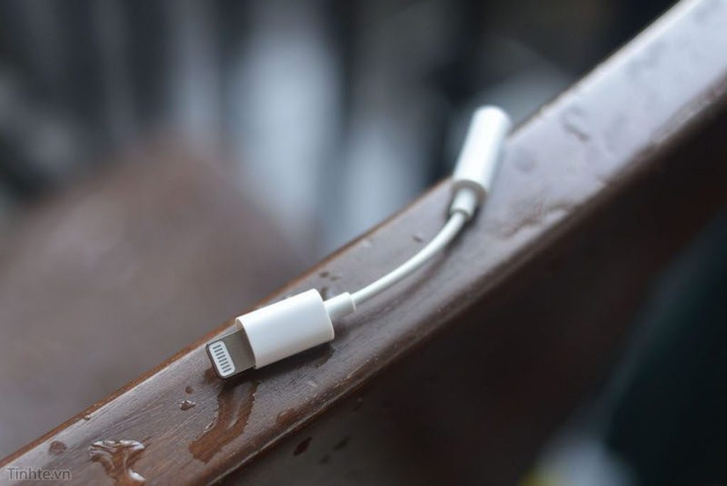 iPhone-7-lightning-to-3.5mm-3-800x534